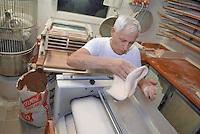 - bakery, making of flour paste....- forno per il pane, impasto della farina