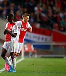 Nederland, Amsterdam, 15 augustus 2015<br /> Eredivisie<br /> Seizoen 2015-2016<br /> Ajax-Willem ll (3-0)<br /> Riechedly Bazoer van Ajax verlaat het veld, na een blessure, voor Vaclav Cerny.