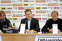 Trainer J¸rgen Klopp, Pressesprecher Tobias Sparwasser (beide FSV Mainz 05), Trainer J¸rgen Rˆber (Borussia Dortmund) vlnr