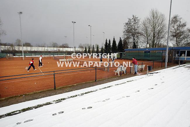 Arnhem, 290104<br />TV Presikhaaf heeft verwarmde banen.<br />Foto: Sjef Prins - APA Foto