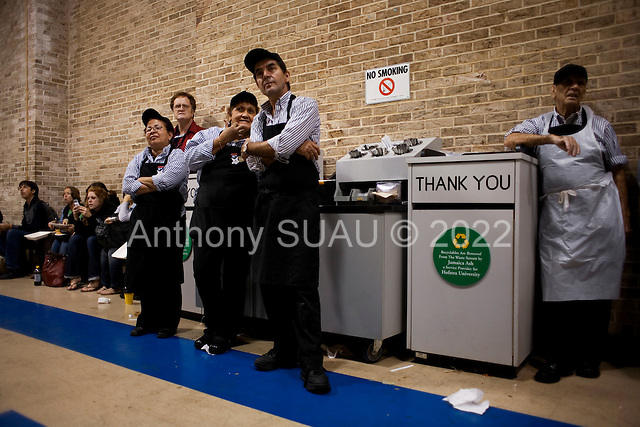 Hempstead, New York.October 15, 2008..At Hofstra University Senator John McCain (Republican Candidate) and Senator Barack Obama (Democratic Candidate) have their final of three debates as the university students, teachers and kitchen workers watch in the student center near by......