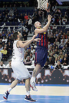 Real Madrid's Felipe Reyes (l) and FC Barcelona's Maciej Lampe during Euroleague match.February 5,2015. (ALTERPHOTOS/Acero)