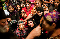Dozens of women, Muslims or not Muslims, are waiting, impatient, to receive the blessing of Father Samaan. All came mainly for one thing: get a exorcism.<br />
