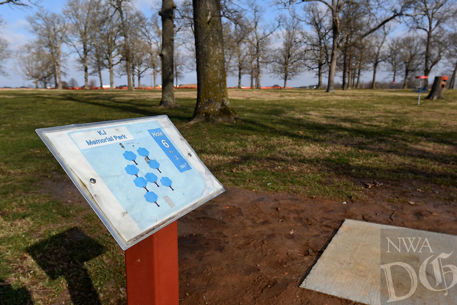A disc golf course is located at Kathleen Johnson Memorial Park in Lowell. Go to nwaonline.com/210111Daily/ to see more photos.<br />(NWA Democrat-Gazette/Flip Putthoff)