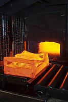 Europe/France/Midi-Pyrénées/12/Aveyron/Aubrac/Laguiole: Fabrication d'un Couteau de Laguiole à la Manufacture de Couteaux:  Forge de Laguiole - Trempage des Lames