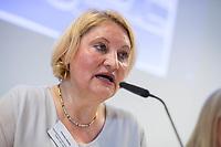 """Pressekonferenz der Menschenrechtsorganisation """"Terre des Femmes"""" am Donnerstag den 23. August 2018 in Berlin, anlaesslich ihrer Petition """"Den Kopf frei haben!"""", die sich fuer ein Verbot des sogenannten """"Kinderkopftuch"""" fuer Maedchen unter 18 Jahren einsetzt. Fuer Terre des Femmes ist das Kinderkopftuch der Missbrauch von Kindern fuer eine Religion und eine Kinderrechtsverletzung.<br /> Ziel der Unterschriftensammlung fuer die Petition sind 100.000 Unterschriften.<br /> Im Bild: Christa Stolle, Bundesgeschaeftsfuehrerin, Terre des Femmes.<br /> 23.8.2018, Berlin<br /> Copyright: Christian-Ditsch.de<br /> [Inhaltsveraendernde Manipulation des Fotos nur nach ausdruecklicher Genehmigung des Fotografen. Vereinbarungen ueber Abtretung von Persoenlichkeitsrechten/Model Release der abgebildeten Person/Personen liegen nicht vor. NO MODEL RELEASE! Nur fuer Redaktionelle Zwecke. Don't publish without copyright Christian-Ditsch.de, Veroeffentlichung nur mit Fotografennennung, sowie gegen Honorar, MwSt. und Beleg. Konto: I N G - D i B a, IBAN DE58500105175400192269, BIC INGDDEFFXXX, Kontakt: post@christian-ditsch.de<br /> Bei der Bearbeitung der Dateiinformationen darf die Urheberkennzeichnung in den EXIF- und  IPTC-Daten nicht entfernt werden, diese sind in digitalen Medien nach §95c UrhG rechtlich geschuetzt. Der Urhebervermerk wird gemaess §13 UrhG verlangt.]"""