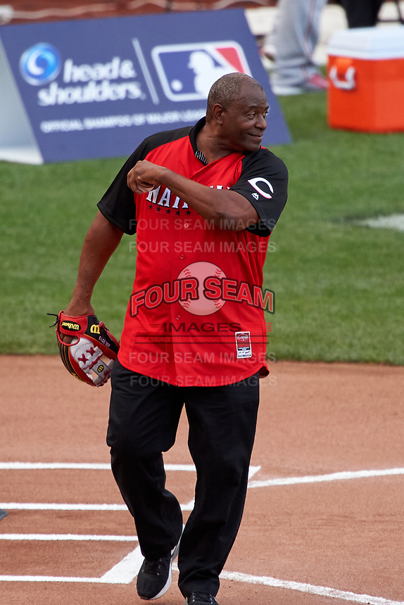 Cincinnati Reds great Ken Griffey catches his son Ken Griffey Jr. ceremonial first pitch during the MLB Home Run Derby on July 13, 2015 at Great American Ball Park in Cincinnati, Ohio.  (Mike Janes/Four Seam Images)