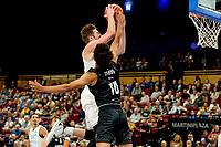 GRONINGEN - Basketbal, Donar - Apollo Amsterdam , Dutch Basketbal League, seizoen 2021-2022, 26-09-2021,  Donar speler Willem Brandwijk ,et Apollo speler Benicio Leons