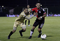 RIONEGRO - COLOMBIA, 06-11-2020: Oscar Hernandez del Rionegro disputa el balón con Hector Solano del Cúcuta durante partido por la fecha 18 entre Rionegro Águilas y Cúcuta Deportivo como parte de la Liga BetPlay DIMAYOR I 2020 jugado en el estadio Alberto Grisales de la ciudad del Rionegro. / Oscar Hernandez of Rionegro vies for the ball with Hector Solano of Cucuta during atch for the date 18 between Rionegro Aguilas and Cucuta Deportivo as part BetPlay DIMAYOR League I 2020 played at Alberto Grisales stadium in Rionegro city. Photo: VizzorImage / Juan Augusto Cardona / Cont