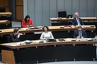 Plenarsitzung des Berliner Abgeordnetenhaus am Donnerstag den 14. Januar 2021.<br /> Im Bild: Hintere Bank vlnr.: Schulsenatorin Sandra Scheeres (SPD), Bausenator Sebastian Scheel (Linkspartei).<br /> Vordere Bank vlnr.: Kultursenator  und stellv. Buergermeister Klaus Lederer (Linkspartei), Wirtschaftsenatorin und stellv. Buergermeisterin Ramona Pop (Buendnis 90/Die Gruenen), der regierende Buergermeister Michael Mueller (SPD).<br /> 14.1.2021, Berlin<br /> Copyright: Christian-Ditsch.de
