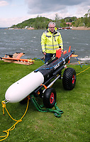 26 April 2018, Germany, Seeburg: An underwater drone on the bank of the Suesser See (lit. sweet lake). An 'Autonomous Underwater Vehicle' (AUV) is being put into the water to search for archaeological treasures. Photo: Sebastian Willnow/dpa-Zentralbild/dpa