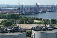 DEUTSCHLAND, Hamburg, Containerterminal CTA der HHLA AG, Containerschiff der Reederei MOL, Vordergrung Kohlekraftwerk Moorburg, Aschesilos