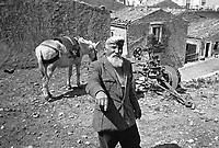 - Sicily, old farmer in Sperlinga village  (Enna) ....- Sicilia, anziano contadino nel paese di Sperlinga (Enna)