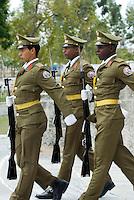 Cuba, Wachsoldaten am Grab von Jose marti auf dem Friedhof Necropolis Santa Ifigenia in Santiago de Cuba