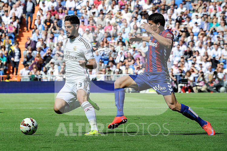 Real Madrid´s Isco and Eibar´s Ander Capa during 2014-15 La Liga match between Real Madrid and Eibar at Santiago Bernabeu stadium in Madrid, Spain. April 11, 2015. (ALTERPHOTOS/Luis Fernandez)