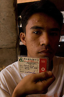 Sixteen year-old Jeffery Avila, shos his blood type card. Jeffery is in the line-up to donate his kidney and recieve a fee of about 90,000 pesos. Men from the Basico port area slum of Manilasell their kidney's for between 70,000 -  90,000 pesos (800 - 1030 pounds).  More than 300 have sold their kidneys in this slum of 16,000 people.<br />