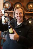 Europe/Autriche/Niederösterreich/Vienne: Marché Naschmarkt - . Erwin M. Gegenbauer présente les Vinaigres de fruits de sa société