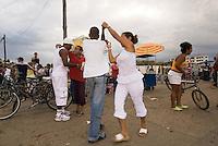 Cuba, Tanz auf der Straße in Baracoa, Provinz Holguin