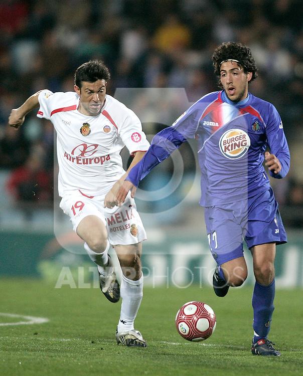 Getafe's Daniel Parejo against Mallorca's Pep Marti during La Liga match. March 11, 2010. (ALTERPHOTOS/Alvaro Hernandez)