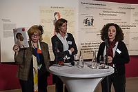 """Juedisches Museum zeigt Schau zu Peruecke, Burka und Ordenstracht.<br /> Das Juedische Museum Berlin widmet sich vom 31. Maerz 2017 an in einer Ausstellung der Verhuellung der Frau. Unter dem Titel """"Cherchez la femme. Peruecke, Burka, Ordenstracht"""" gehe die Schau der Frage auf den Grund, wie viel sichtbare Religiositaet saekulare Gesellschaften heute vertragen, kuendigte das Museum am Dienstag an.<br /> Auffallende religioese Kleidung von Frauen gelte oft als Provokation und sei verbalen Attacken ausgesetzt. Die Ausstellung werfe einen Blick auf die Urspruenge weiblicher Verschleierung und ihre religioesen Bedeutung fuer Judentum, Christentum und Islam.<br /> Auf 400 Quadratmetern werden bis zum 2. Juli die unterschiedlichen Einstellungen zum Umgang mit der weiblichen Verhuellung von Kopf und Koerper seit der Antike gezeigt. Dabei wird die Stellung der Frau zwischen Religion und Selbstbestimmung thematisiert - von der Tradition bis zum religioesen Feminismus. Kuenstlerische Arbeiten reflektieren den Angaben zufolge die Relevanz traditioneller Braeuche fuer die Gegenwart. In Video-Installationen kommen zudem juedische und muslimische Frauen aller Richtungen zu Wort.<br /> Im Bild vlnr.: Cilly Kugelmann, Programmdirektorin und stellv. Direktorin des Juedischen Museum; Katharina Schmidt-Narischkin, Leiterin der Oeffentlichkeitsarbeit und Miriam Goldmann, Kuratorin der Ausstellung.<br /> 30.3.2017, Berlin<br /> Copyright: Christian-Ditsch.de<br /> [Inhaltsveraendernde Manipulation des Fotos nur nach ausdruecklicher Genehmigung des Fotografen. Vereinbarungen ueber Abtretung von Persoenlichkeitsrechten/Model Release der abgebildeten Person/Personen liegen nicht vor. NO MODEL RELEASE! Nur fuer Redaktionelle Zwecke. Don't publish without copyright Christian-Ditsch.de, Veroeffentlichung nur mit Fotografennennung, sowie gegen Honorar, MwSt. und Beleg. Konto: I N G - D i B a, IBAN DE58500105175400192269, BIC INGDDEFFXXX, Kontakt: post@christian-ditsch.de<br /> Bei der Bearbeit"""