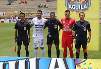 TUNJA -COLOMBIA, 09-04-2016. Julian Guillermo (centro Izq) capitan del Pasto, Juan Carlos Gamarra (C) referee, y Leonardo Pico (Cap) (centro Der) capitan de Patriotas posan para una foto previo al encuentro entre Patriotas FC y Deportivo Pasto  por la fecha 12 de la Liga Águila I 2016 realizado en el estadio La Independencia de Tunja./ Julian Guillermo (center L) captain of Pasto, Juan Carlos Gamarra (C) referee, and Leonardo Pico (center R) captain of Patriotas pose to a photo prior a match between Patriotas FC and Deportivo Pasto for the date 12 of Aguila League I 2016 played at La Independencia stadium in Tunja. Photo: VizzorImage/César Melgarejo/Cont