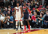 Isaac Bonga (G/F, Washington Wizards, #17) gegen Jimmy Butler (G/F Miami Heat, #22) - 22.01.2020: Miami Heat vs. Washington Wizards, American Airlines Arena
