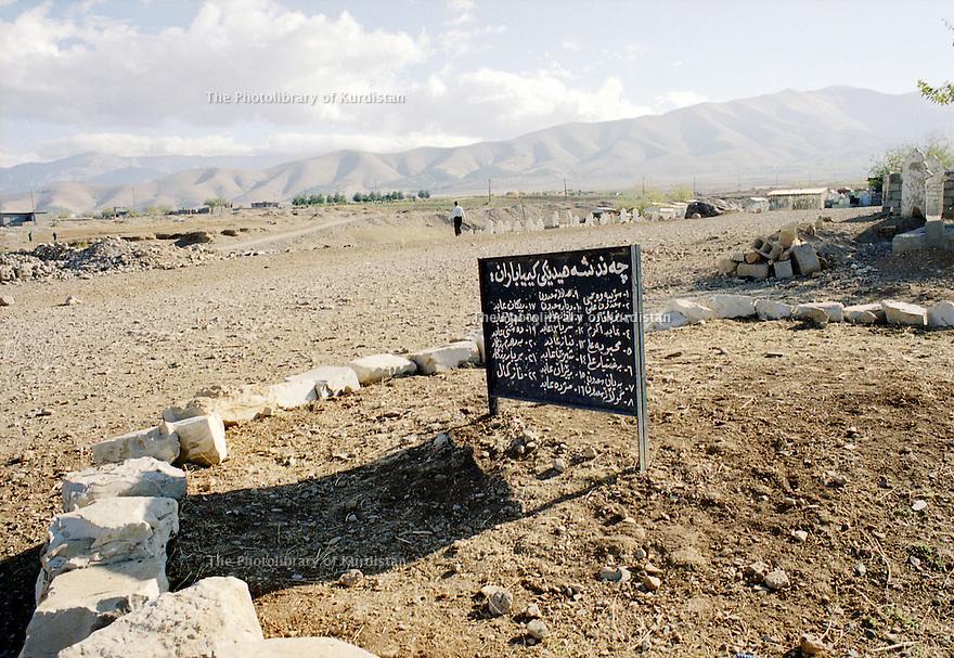 Irak 2000.Cimetiere de Halabja.    Iraq 2000.Graveyard in Halabja