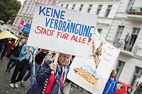 Demonstration gegen Verdraengung und Mietenpolitik in Berlin.<br /> Mehrere hundert Menschen demonstrierten am Sonntag den 17. Juli 2016 in Berlin gegen die Verdraengung von Mietern durch Luxussanierung und die Mieten- und Wohnungspolitik des Berliner Senats. Die Demonstration zog zum sog. Dragoner-Areal in Berlin-Kreuzberg, welches in Bundesbesitz ist und fuer 36 Millionen Euro vom Bundesfinanzministerium an einen privaten Investor verkauft wurde.<br /> 17.7.2016, Berlin<br /> Copyright: Christian-Ditsch.de<br /> [Inhaltsveraendernde Manipulation des Fotos nur nach ausdruecklicher Genehmigung des Fotografen. Vereinbarungen ueber Abtretung von Persoenlichkeitsrechten/Model Release der abgebildeten Person/Personen liegen nicht vor. NO MODEL RELEASE! Nur fuer Redaktionelle Zwecke. Don't publish without copyright Christian-Ditsch.de, Veroeffentlichung nur mit Fotografennennung, sowie gegen Honorar, MwSt. und Beleg. Konto: I N G - D i B a, IBAN DE58500105175400192269, BIC INGDDEFFXXX, Kontakt: post@christian-ditsch.de<br /> Bei der Bearbeitung der Dateiinformationen darf die Urheberkennzeichnung in den EXIF- und  IPTC-Daten nicht entfernt werden, diese sind in digitalen Medien nach §95c UrhG rechtlich geschuetzt. Der Urhebervermerk wird gemaess §13 UrhG verlangt.]