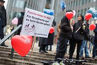 """Ca. 100 Menschen demonstrierten am Samstag den 2. Februar 2019, in Berlin fuer einen Familiennachzug von Angehoerigen von gefluechteten Menschen. Die Initiative """"Familienleben für Alle!"""" protestiert dagegen, dass """"Gesetze und buerokratische Huerden vielen Familien das Recht auf ein Zusammenleben verweigern"""".<br /> 2.2.2019, Berlin<br /> Copyright: Christian-Ditsch.de<br /> [Inhaltsveraendernde Manipulation des Fotos nur nach ausdruecklicher Genehmigung des Fotografen. Vereinbarungen ueber Abtretung von Persoenlichkeitsrechten/Model Release der abgebildeten Person/Personen liegen nicht vor. NO MODEL RELEASE! Nur fuer Redaktionelle Zwecke. Don't publish without copyright Christian-Ditsch.de, Veroeffentlichung nur mit Fotografennennung, sowie gegen Honorar, MwSt. und Beleg. Konto: I N G - D i B a, IBAN DE58500105175400192269, BIC INGDDEFFXXX, Kontakt: post@christian-ditsch.de<br /> Bei der Bearbeitung der Dateiinformationen darf die Urheberkennzeichnung in den EXIF- und  IPTC-Daten nicht entfernt werden, diese sind in digitalen Medien nach §95c UrhG rechtlich geschuetzt. Der Urhebervermerk wird gemaess §13 UrhG verlangt.]"""