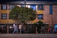 BOGOTA - COLOMBIA, 25-05-2021: Un manifestante lanza una bomba incendiaria al ESMAD (Escuadrón Móvil Antidisturbios de la Policía)durante los disturbios en el sector de las Américas de la ciudad de Bogotá durante el día 28 del Paro Nacional en Colombia hoy, 25 de mayo de 2021, para protestar contra el gobierno de Ivan Duque además de la precaria situación social y económica que vive Colombia. El paro fue convocado por sindicatos, organizaciones sociales, estudiantes y la oposición. / A protester throws an incendiary bomb at the ESMAD (Police Anti-Riot Mobile Squad) during the riots at Portal Las Americas sector of the city of Bogota during the day 28 of the National strike in Colombia today, May 25, 2021, to protest against the government of Ivan Duque in addition to the precarious social and economic situation that Colombia is experiencing. The strike was called by unions, social organizations, students and the opposition in Colombia. Photo: VizzorImage / Diego Cuevas / Cont