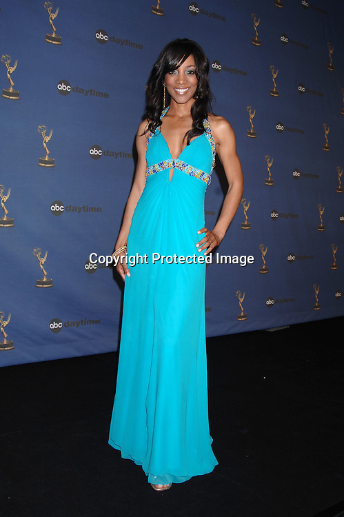 Shaun Robinson ..in the Press Room  at the 33rd Annual Daytime Emmy Awards on April 28, 2006 at The Kodak Theatre in Hollywood, Californina. ..Robin Platzer, Twin Images