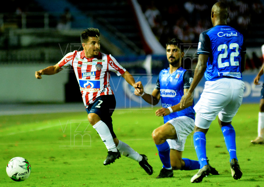BARRANQUILLA-COLOMBIA, 16-02-2020: Sherman Cárdenas de Atlético Junior y Jhonny Galli, Elvis Mosquera de Once Caldas disputan el balón, durante partido entre Atlético Junior y Once Caldas, de la fecha 5 por la Liga BetPlay DIMAYOR I 2020, jugado en el estadio Metropolitano Roberto Meléndez de la ciudad de Barranquilla. / Sherman Cardenas of Atletico Junior and Jhonny Galli, Elvis Mosquera of Once Caldas vie for the ball, during a match between Atletico Junior and Once Caldas of the 5th date for the BetPlay DIMAYOR I Leguaje 2020 played at the Metropolitano Roberto Melendez Stadium in Barranquilla city. / Photo: VizzorImage / Alfonso Cervantes / Cont.