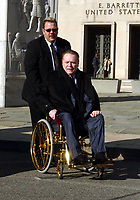 Washington, DC - January 4, 2002 -- Hustler Magazine publisher Larry Flynt appears at United States District Court in Washington, D.C. to plead his case against the United States Department of Defense.  Flynt wants the court to order the battlefields in Afghanistan opened to the media.<br /> CAP/MPI/RS<br /> ©RS/MPI/Capital Pictures