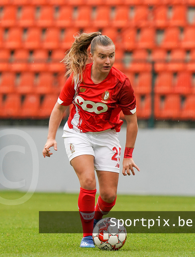 Standard's Davinia Vanmechelen (25) with the ball during a female soccer game between Standard Femina de Liege and KRC Genk Ladies  on the third matchday of the 2020 - 2021 season of Belgian Womens Super League , Saturday 3 rd of October 2020  in Liege , Belgium . PHOTO SPORTPIX.BE | SPP | SEVIL OKTEM