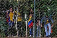 COTIA - BRASIL -21-06-2014. Foto: Roberto Candia / Archivolatino<br /> Hichas colombianos intentan ver a la selección de fútbol de Colombia durante su entrenamiento, hoy 21 de junio de 2014, en el centro de entrenamiento de Sao Paulo FC en Cotia como parte de la Copa Mundial de la FIFA Brasil 2014./ Colombian fans try to watch to Colombia National Soccer Team during the training, today June 21 2014, at Sao Paulo Fc training center in Cotia as part of the 2014 FIFA World Cup Brazil. Photo: Roberto Candia / Archivolatino<br /> VizzorImage PROVIDES THE ACCESS TO THIS PHOTOGRAPH ONLY AS A PRESS AND EDITORIAL SERVICE IN COLOMBIA AND NOT IS THE OWNER OF COPYRIGHT; ANOTHER USE IS REPONSABILITY OF THE END USER. NO SALES, NO MERCHANDASING. ALL COPYRIGHT IS ARCHIVOLATINO. Photo: Daniel Jayo / Archivolatino
