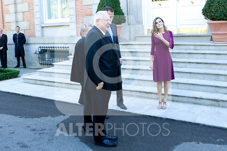 King Felipe VI of Spain (c-r) and Queen Letizia of Spain (r) receive Israeli President Reuven Rivlin (c-l) and wife Nechama Rivlin for an official lunch at the Zarzuela Palace. November 6,2017. (ALTERPHOTOS/Acero)