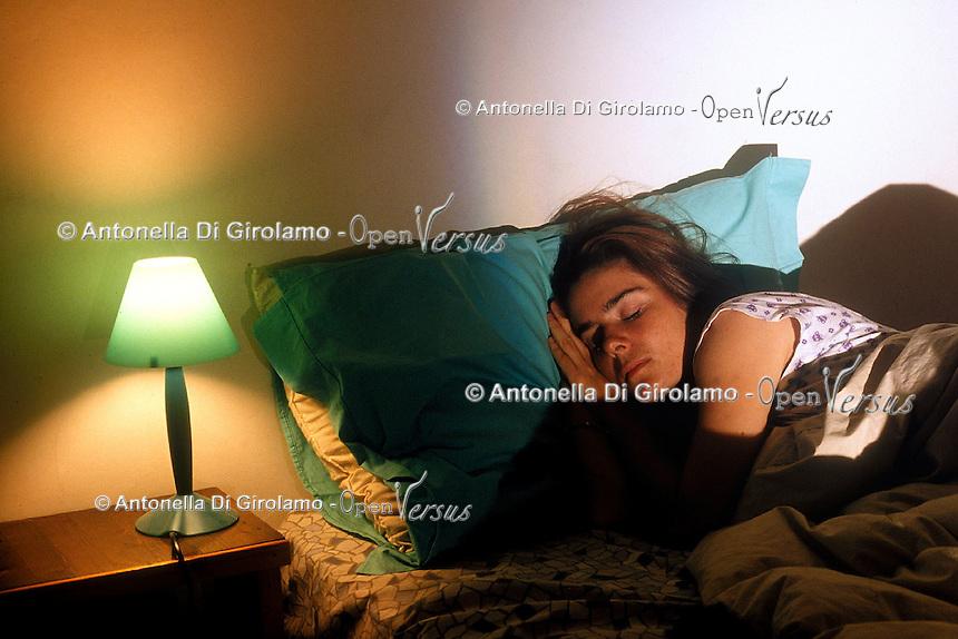 Donna che dorme. Woman sleeping....