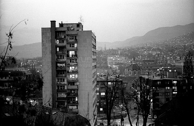 BOSNIA-HERZEGOVINA, Sarajevo, March 2003..10 years after the end of the war, I came for the first time in Sarajevo. I have in mind the images of the besieged city. The daily death, the impotence and the guilty inaction of the international community, the sad spectacle of a war in Europe. 10 years later, I walk the streets obsessed with the scars of war..View on the city from the hills..BOSNIE-HERZEGOVINE, Sarajevo, Mars 2003..10 ans après la fin de la guerre, j'arrive pour la première fois à Sarajevo. J'ai encore en tête les images de la ville assiégée. La mort quotidienne, l'impuissance voire l'inaction coupable de la communauté internationale, le spectacle désolant d'une guerre en Europe. 10 après, je déambule dans les rues obsédé par les stigmates de la guerre..Vue sur la ville depuis les collines.© Bruno Cogez