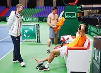 04-04-12, Netherlands, Amsterdam, Tennis, Daviscup, Netherlands-Rumania, training, Captain Jan Siemerink(L) in gesprek met Igor Sijsling(M) en Jean-Julian Rojer