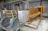 - cooperativa Valverde a Botticino (Brescia), lavorazione lastre di marmo<br /> <br /> - cooperative Valverde in Botticino (Brescia), processing of marble slabs