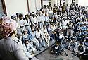 Irak 1991 A Rowanduz,Masoud Barzani parlant à des notables de Kirkouk  Iraq 1991  In Rowanduz, Masoud Barzani with Kirkuki personnalities