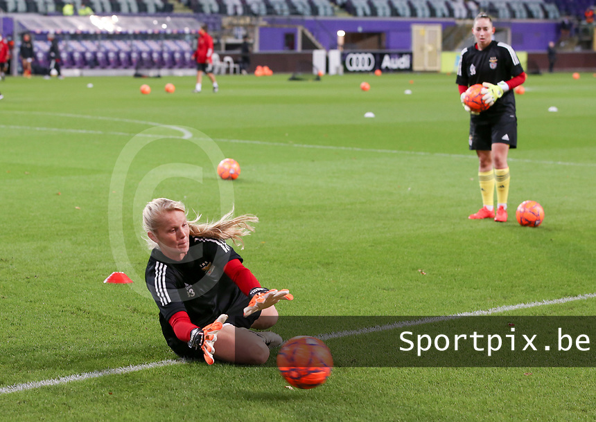 Goalkeeper Daniele Neuhaus Turnes (1 Benfica)  warms up before a female soccer game between RSC Anderlecht Dames and Portugese Benfica Ladies  in the second qualifying round for the Uefa Womens Champions League of the 2020 - 2021 season , Wednesday 18 th of November 2020  in ANDERLECHT , Belgium . PHOTO SPORTPIX.BE | SPP | SEVIL OKTEM