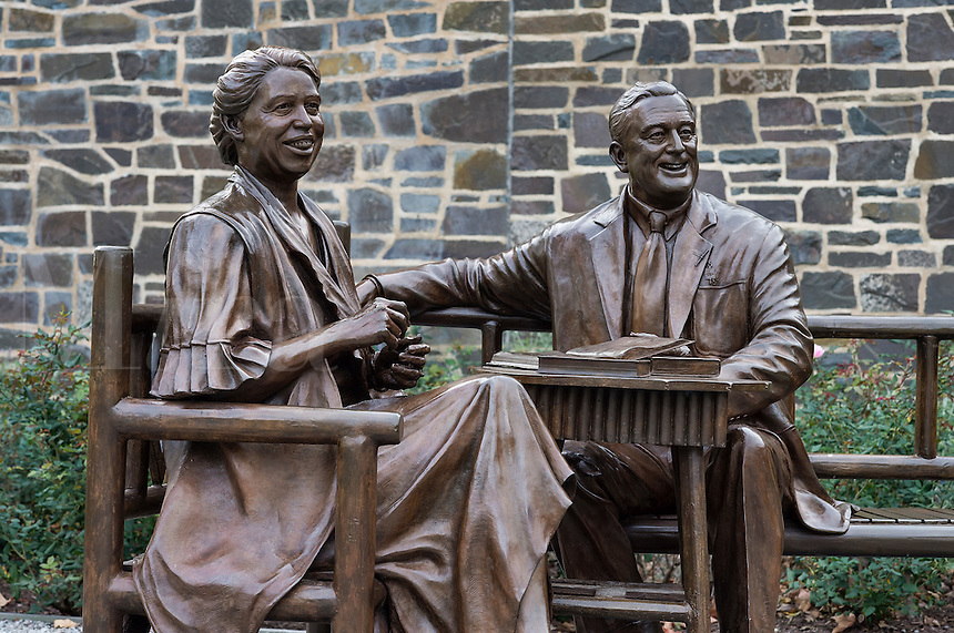 Franklin and Eleanor sculpture, FDR Presidential Library and Museum, Hyde Park, New York, USA