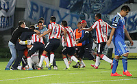 BOGOTA -COLOMBIA. 11-05-2014. Jugadores  del Atletico Junior  celebran su clasificacion a la final del futbol colombiano de La liga Postobon al vencer a Millonarios   juego disputado en el estadio Nemesio Camacho El Campin. /  Atletico Junior  players celebrate their classification at the end of the Colombian football league by beating Postobon  game played to Millonarios  at the Estadio Nemesio Camacho El Campin. Photo: VizzorImage/ Felipe Caicedo / Staff