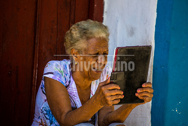 A woman uses a tablet to chat on the internet with relatives at a Wifi hotspot in Regla, Havana, Cuba, Monday, March 27, 2017. Cuba is one of the world´s least connected countries in the world and just over the last couple of years internet access is spreading for the population with public wifi hotspots in every town´s main park. (Photo/Desmond Boylan)