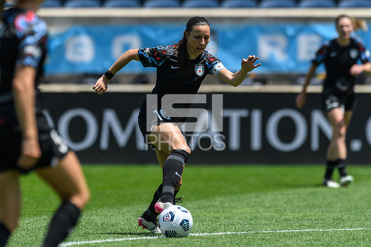 BRIDGEVIEW, IL - JUNE 5: Vanessa DiBernardo #10 of the Chicago Red Stars dribbles the ball during a game between North Carolina Courage and Chicago Red Stars at SeatGeek Stadium on June 5, 2021 in Bridgeview, Illinois.