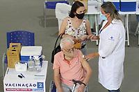 Campinas (SP), 04/02/2021 - Vacinação-SP - Começou nesta quinta-feira (4), a vacinação contra a Covid-19 para idosos a partir de 90 anos e também para novas categorias profissionais que atuam em serviços de saúde. Campinas conta com cerca de 3,3 mil idosos nesta faixa etária, mas parte deles já foi vacinada nas Instituições de Longa Permanência de Idosos (ILPIs). A vacinação acontece em dois Centros de Imunização: no CAIC da Vila União e no Centro de Vivência do Idoso, na Lagoa do Taquaral.