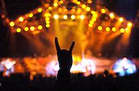 WITH FULL FORCE XIII Festival in Roitzschjora bei Löbnitz - jedes Jahr pilgern über 30 000 Fans der härteren Tonart ins kleine Dörfchen am alten Muldearm. Es ist das größte Festival seiner Art im Osten - mit der musikalischen Bandbreite sogar in Deutschland. Von Metal über Punk bis zu Gothic sind alle Zwischenrichtungen vertreten. - im Bild: Die typische Geste, die alles sagt... die Pommesgabel ist Symbol für die gesamte Metalgemeinde..Foto: Norman Rembarz..aif.....action-in-focus.de..Talstr. 25.04103 Leipzig..phone:  01794887569.mail:  public@action-in-focus.de..