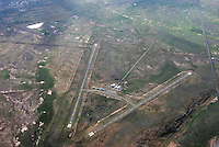Flugplatz Gariepdam: AFRIKA, SUEDAFRIKA, 15.12.2007: Suedafrika,  Gariep, Gariepdam, Flugplatz, Startbahn, Landebahn, Versorgung, Karoo, Wueste,  Piste, Aufwind-Luftbilder