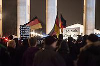 """Etwa 200 Anhaenger des Berliner Ablegers rechten Pegida-Bewegung, Baergida, versammelten sich am Montag den 12. Januar 2015 in Berlin vor dem Brandenburger Tor zu einer Demonstration gegen eine angebliche Islamisierung Deutschlands.<br /> Unter den Anhaengern von Baergida waren viele bekannte militante Neonazis, der NPD und Hooligans sowie Mitglieder der Rechtsparteien AfD und Pro Deutschland und der rechtsradikalen German Defense League. Teilnehmer der Veranstaltung bruellten wiederholt """"Wir sind das Volk"""" und """"Luegenpresse, auf die Fresse"""" und hielten Schilder mit der Aufschrift """"Je suis Charlie"""".<br /> 12.1.2015, Berlin<br /> Copyright: Christian-Ditsch.de<br /> [Inhaltsveraendernde Manipulation des Fotos nur nach ausdruecklicher Genehmigung des Fotografen. Vereinbarungen ueber Abtretung von Persoenlichkeitsrechten/Model Release der abgebildeten Person/Personen liegen nicht vor. NO MODEL RELEASE! Nur fuer Redaktionelle Zwecke. Don't publish without copyright Christian-Ditsch.de, Veroeffentlichung nur mit Fotografennennung, sowie gegen Honorar, MwSt. und Beleg. Konto: I N G - D i B a, IBAN DE58500105175400192269, BIC INGDDEFFXXX, Kontakt: post@christian-ditsch.de<br /> Bei der Bearbeitung der Dateiinformationen darf die Urheberkennzeichnung in den EXIF- und  IPTC-Daten nicht entfernt werden, diese sind in digitalen Medien nach §95c UrhG rechtlich geschuetzt. Der Urhebervermerk wird gemaess §13 UrhG verlangt.]"""